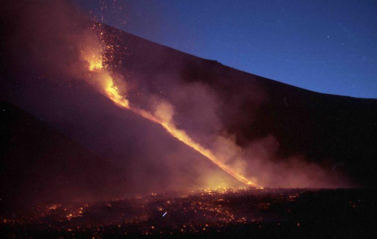 Photo by: Serafino Asero; desc: Etna in eruzione (immagine repertorio); licence: cc
