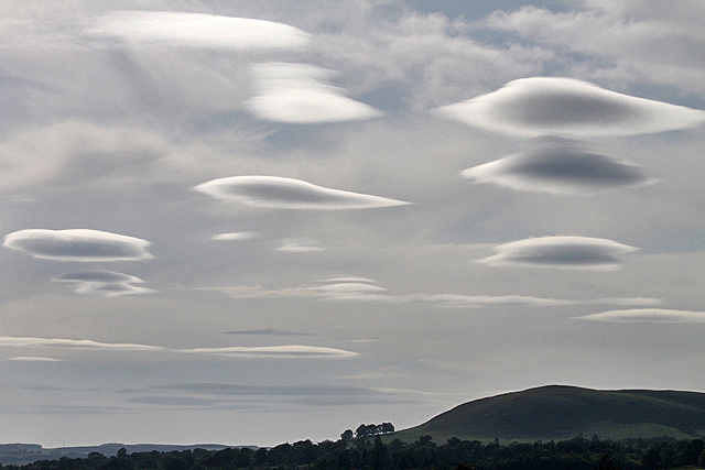 Photo: Walter Baxter;desc: Altocumulus lenticularis cloud type classification.;link: https://www.geograph.org.uk/photo/3549467;licence: cc;
