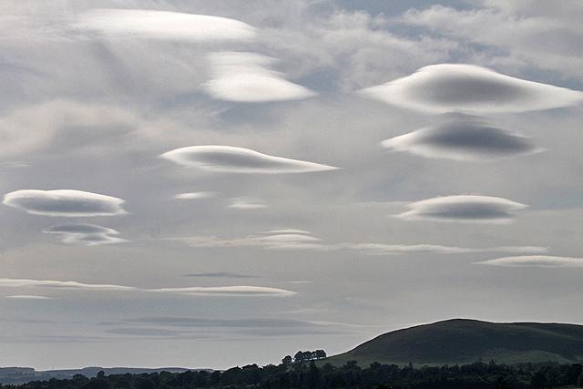 Photo: Walter Baxter;desc: Altocumulus lenticularis cloud type classification.;link: https://www.geograph.org.uk/photo/3549467;licence: cc;