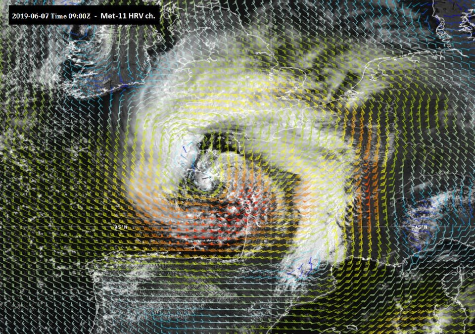 photo:EUMETSAT;desc:Figure 5: Meteosat-11 High Resolution Visible (HRV) with wind barbs at 850 hPa overlaid, 7 June 09:00 UTC.;