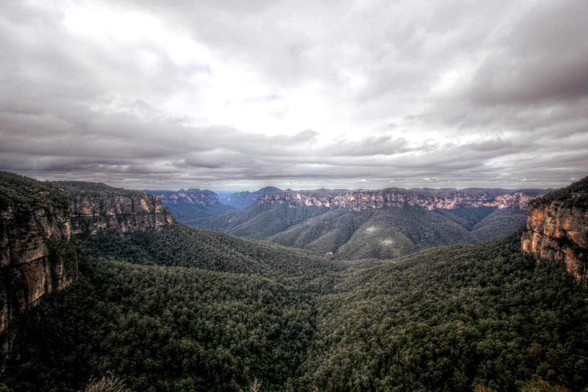 photo: Blake Heath; desc: The Grose Valley, Blue Mountains, on Tuesday the 30th of July, with a weak coastal trough setup and easterly winds