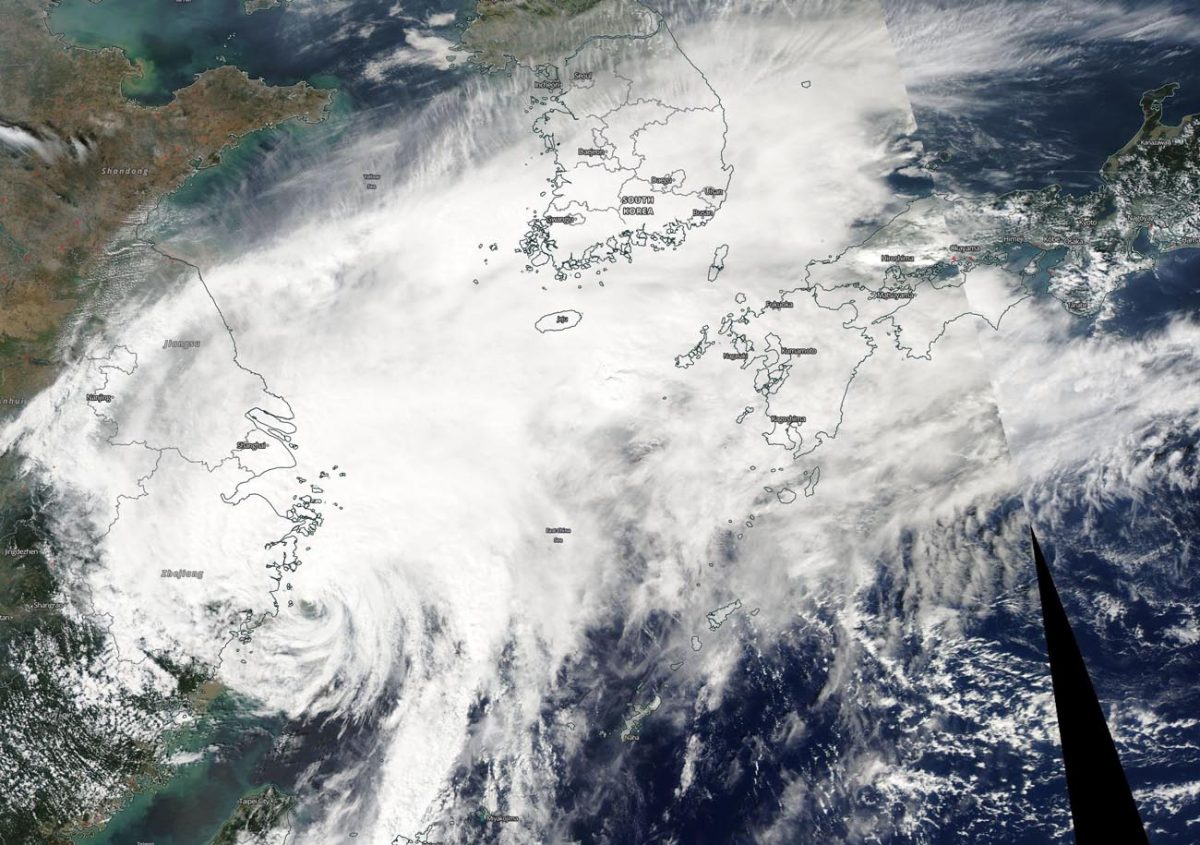 photo:NASA Worldview, Earth Observing System Data and Information System (EOSDIS);desc:NASA-NOAA's Suomi NPP satellite passed over Typhoon Mitag in the East China Sea just off the coast of China's Zhejiang province. The image showed Mitag's northern reach extended to the Korean peninsula and southern Japan