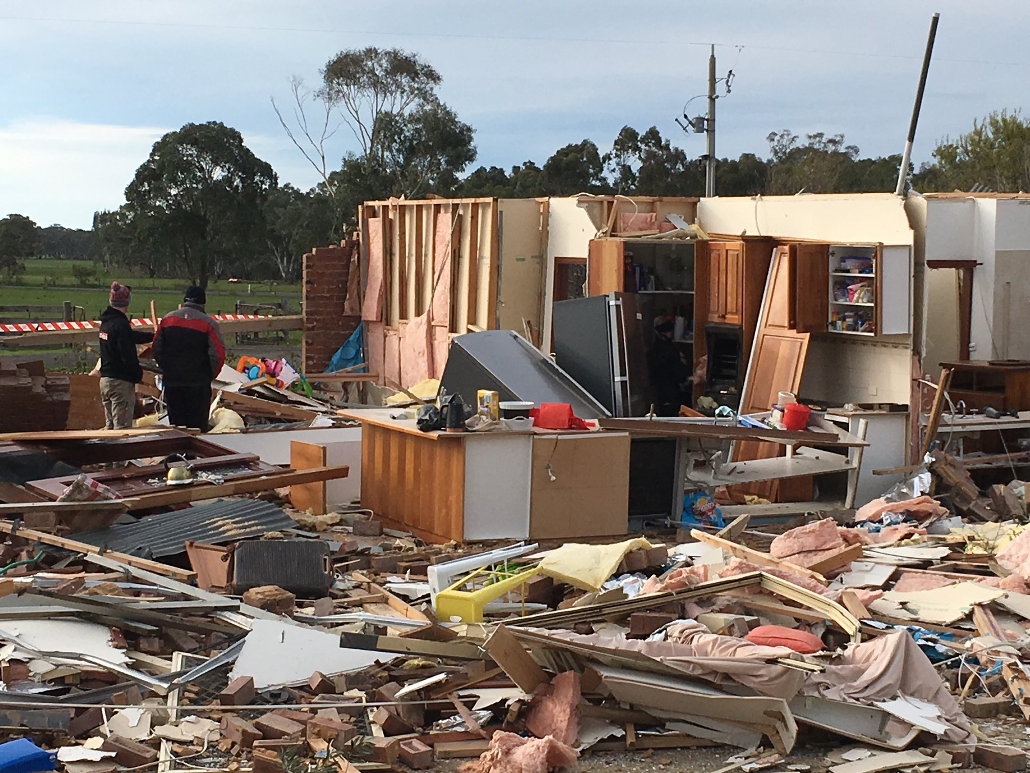 photo: Bureau of Meteorology;link: https://gallery.windy.com/albums/a/australia-tornado-damage-2019.jpg;desc: Damage from tornado in Axe Creek near Bendigo, Vic, 29 June 2019;