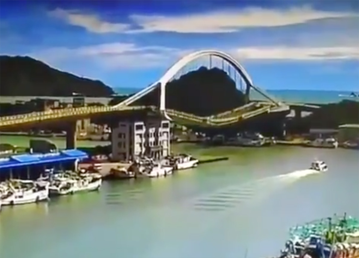 photo:Watson Shen;desc:Bridge collapse in Yilan, Taiwan;