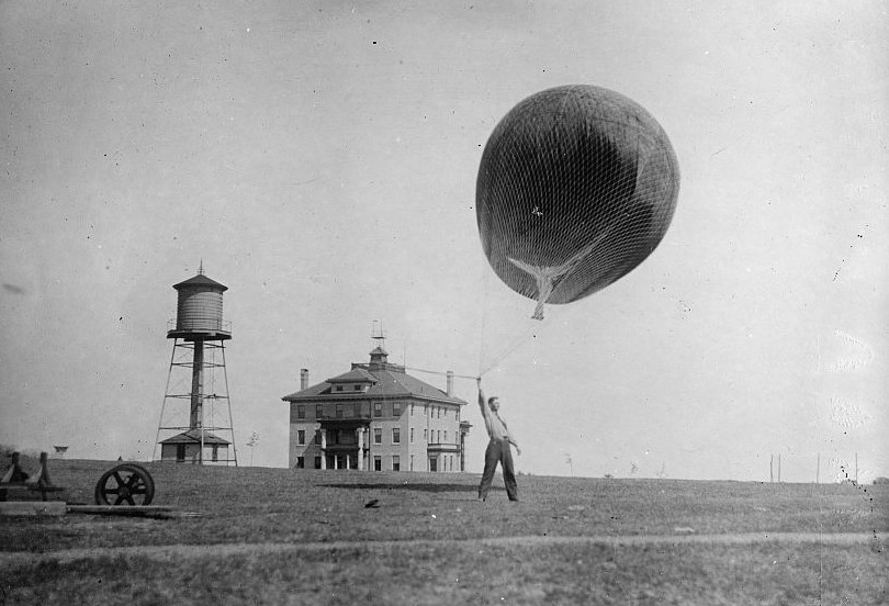photo:NOAA/NWS;desc:Early weather balloon