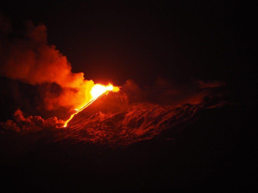 Photo by: Gio Giusa; desc: l'Etna in eruzione; licence cc