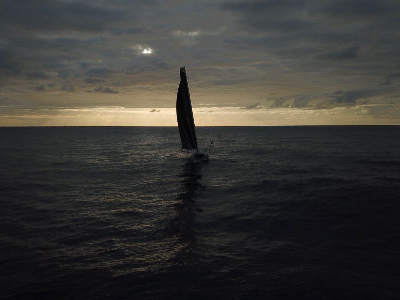 photo:@borisherrmann;desc:Malizia II sailing into the night and onwards to New York
