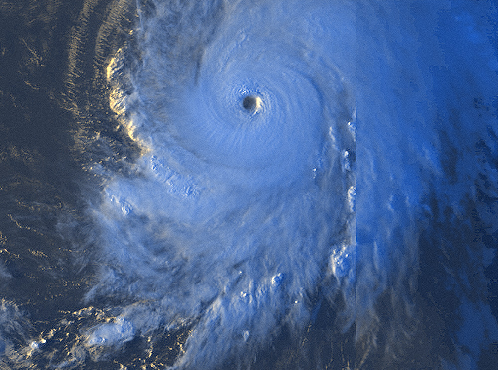 photo:Windy.com;desc:Clear eye of Hurricane Lorenzo on 26 September 2019 at 8:00 p.m. UTC;licence:cc