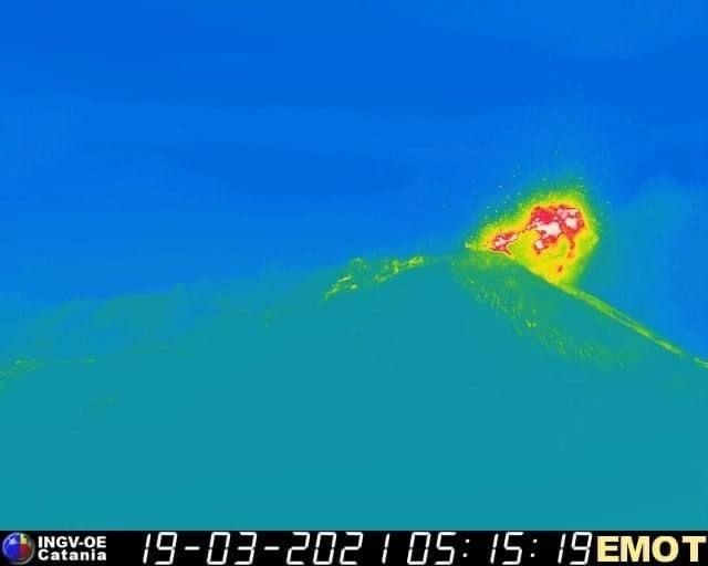 Photo by: INGV; desc: Etna in eruzione visto dalla telecamera ad infrarosso; licence: cc