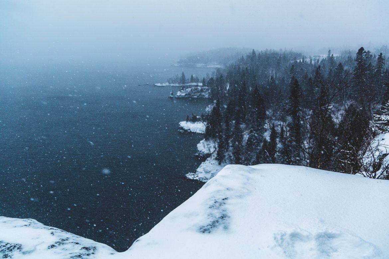 Photo by: Unsplash/Nemuel Sereti; desc:L'effetto lago a Silver Bay, in Minnesota, USA; licence cc