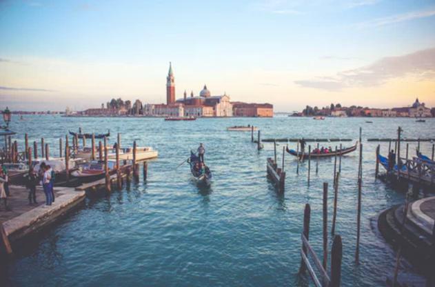 photo by: Joshua Stannard; desc: Laguna di Venezia; licence cc