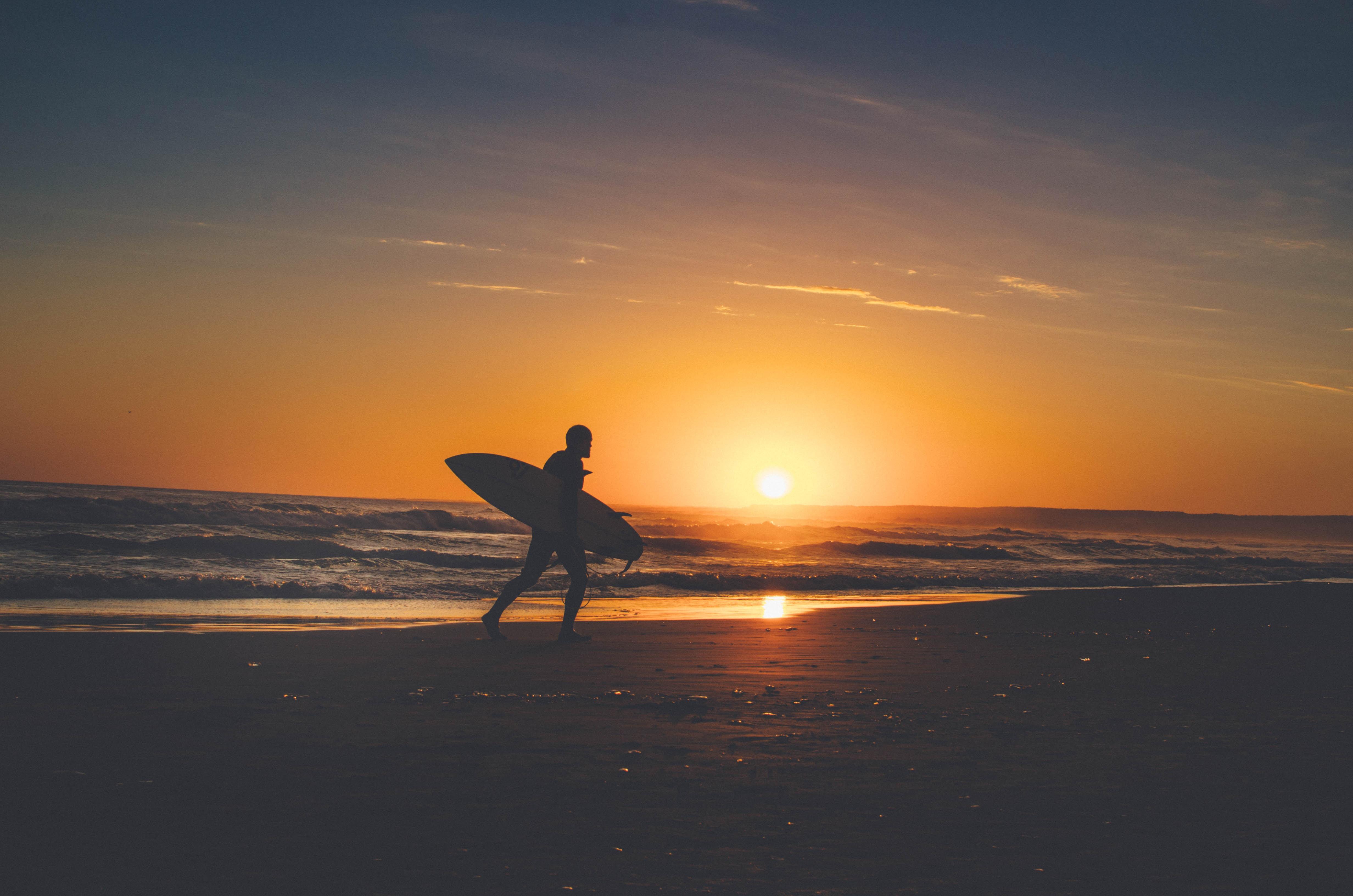 photo: Arando Paz; sunset on the beach; licence: cc