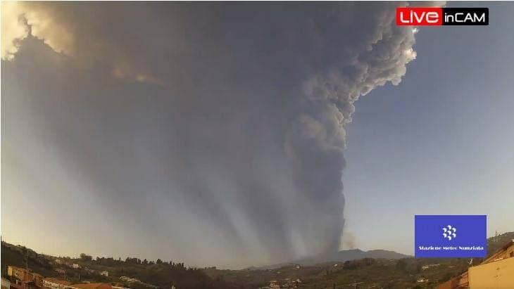 photo by: liveincam; desc: l'eruzione dell'Etna di oggi; licence cc