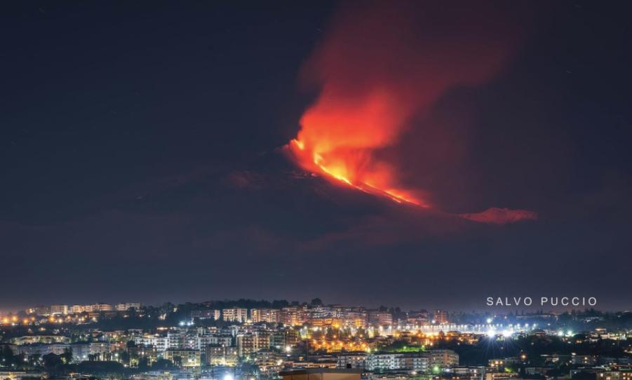 Photo by: Salvo Puccio; desc: Etna in eruzione; licence cc