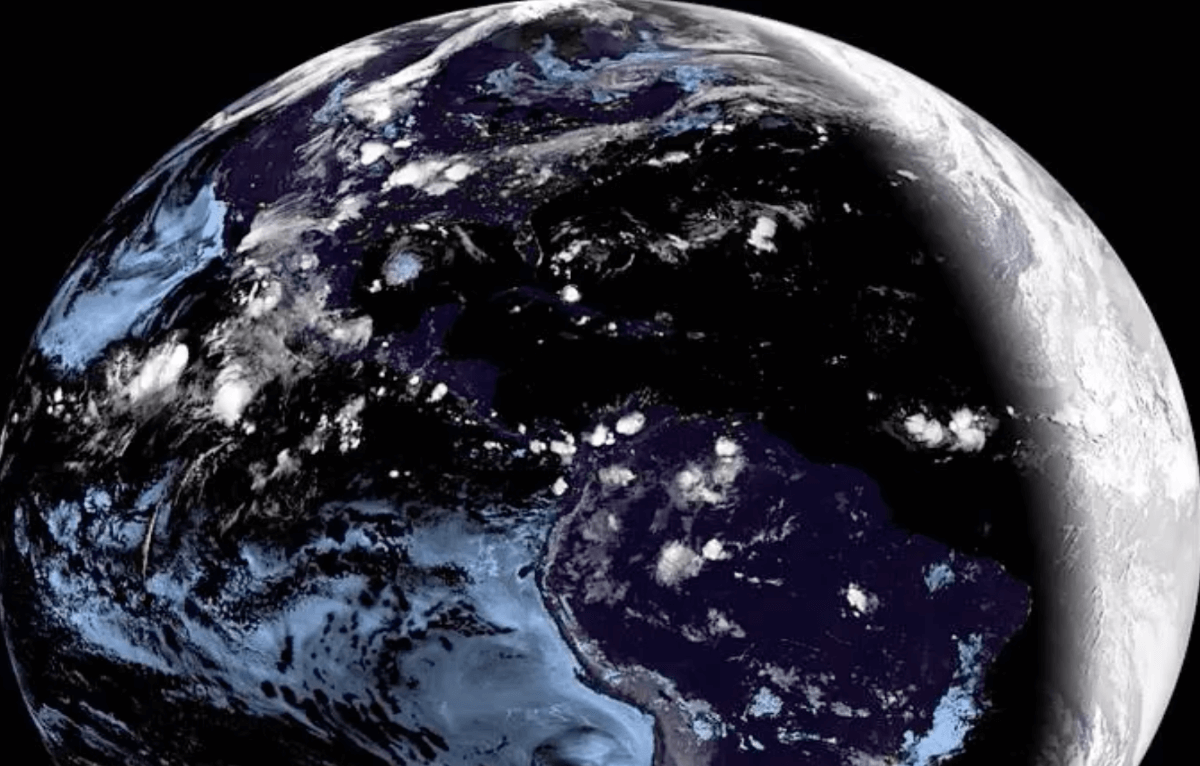 photo:NOAA Satellites
