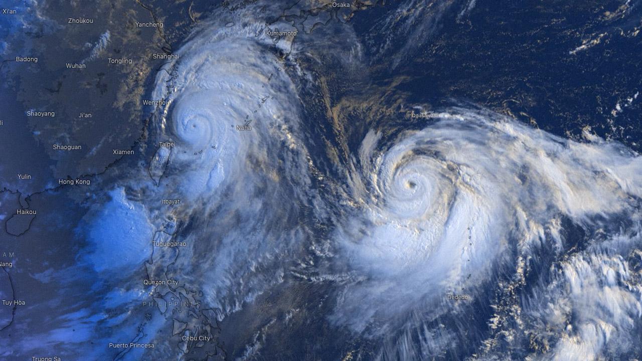 photo:Windy.com;desc:Typhoon twins Lekima and Krosa;licence:cc;