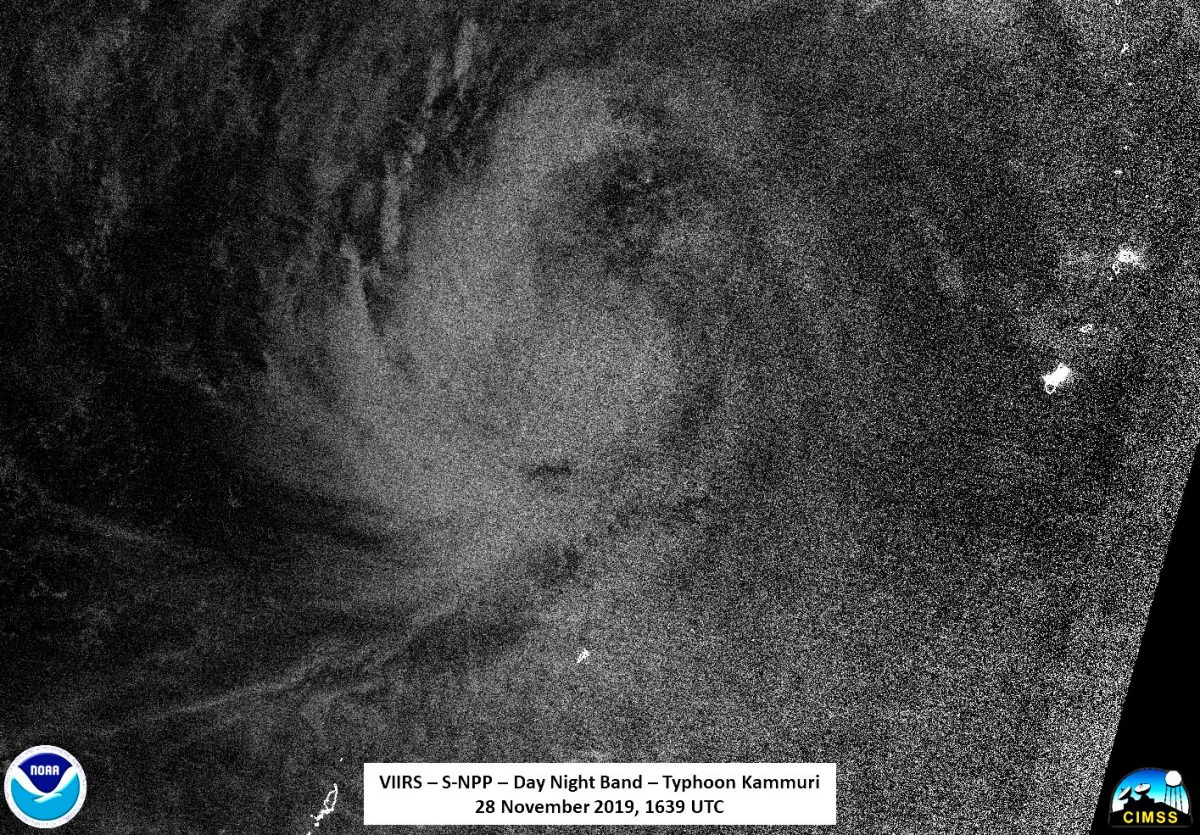 photo:NASA/NOAA/UWM-SSEC-CIMSS, William Straka III;desc:The Visible Infrared Imaging Radiometer Suite (VIIRS) instrument aboard NASA-NOAA'S Suomi NPP provided a night-time image of Kammuri on Nov. 28 at 1:39 p.m. EST (1639 UTC).